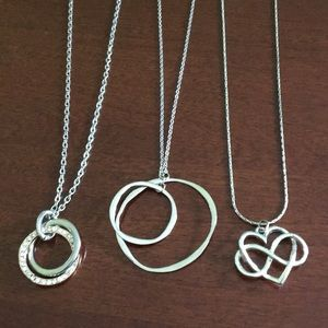 Jewelry - 3/$18 🌸 Assortment of three silver necklaces